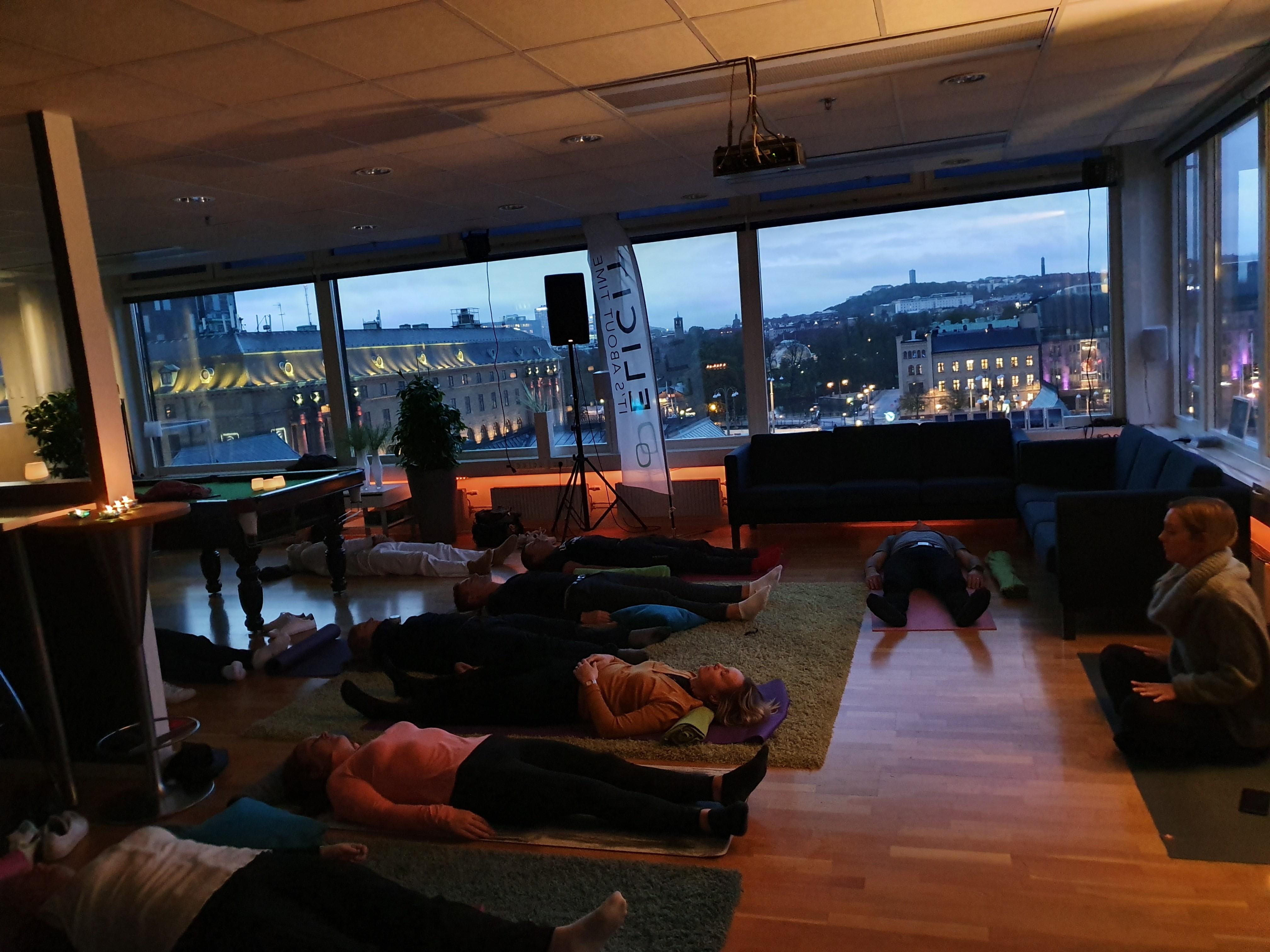 Yin Yoga på Elicit kontoret